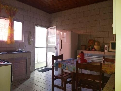 casa com escritura, 2 quartos, perto da praia!
