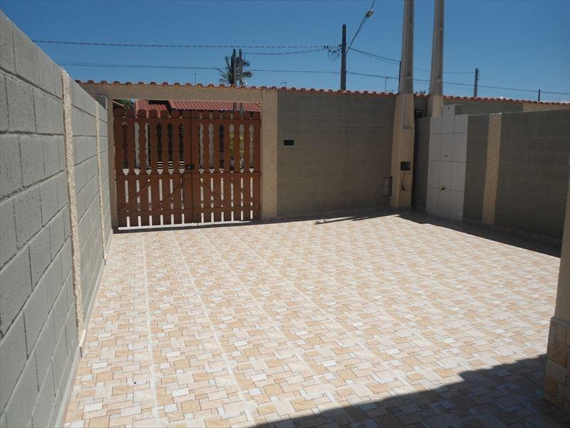 casa com espaço para piscina a venda em itanhaém.