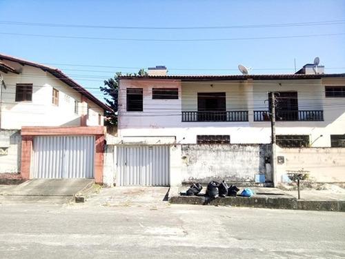 casa com garagem, 3 quartos (2 suítes), quintal, varanda