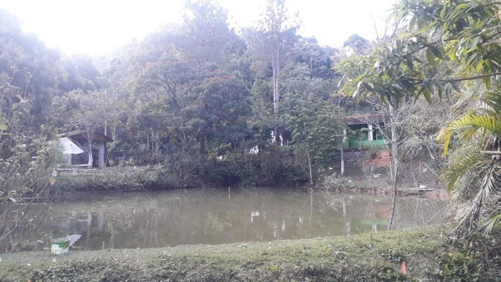 casa com lago 550.000,00