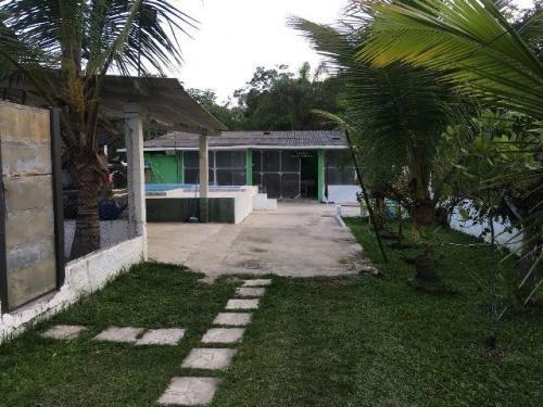 casa com lote de 415 metros, escriturada, com piscina.