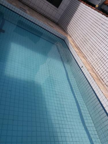 casa com piscina a 1 quadra da praia, ótima localização