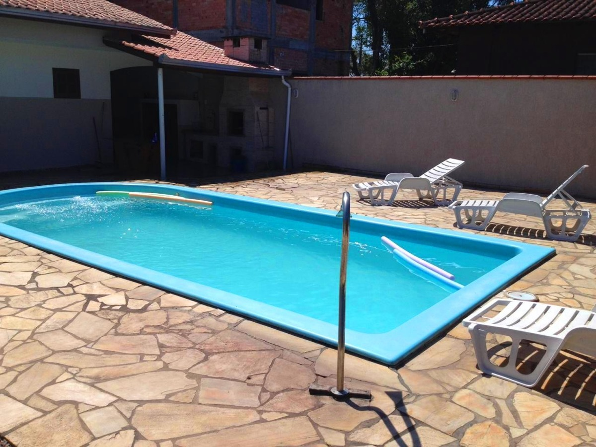 casa com piscina + ar cond. + wifi  na praia de itapoá sc.