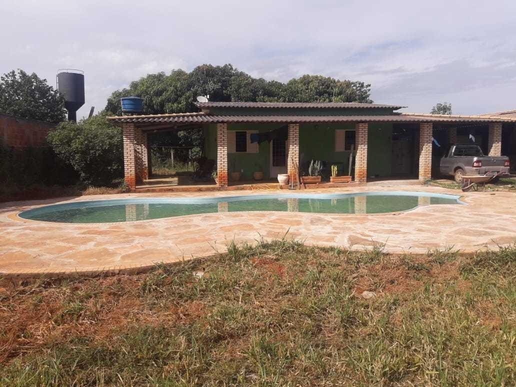 casa com piscina & churrasqueira.