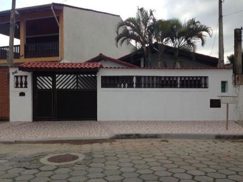 casa com piscina e churrasqueira em 3 quartos,em itanhaém-sp