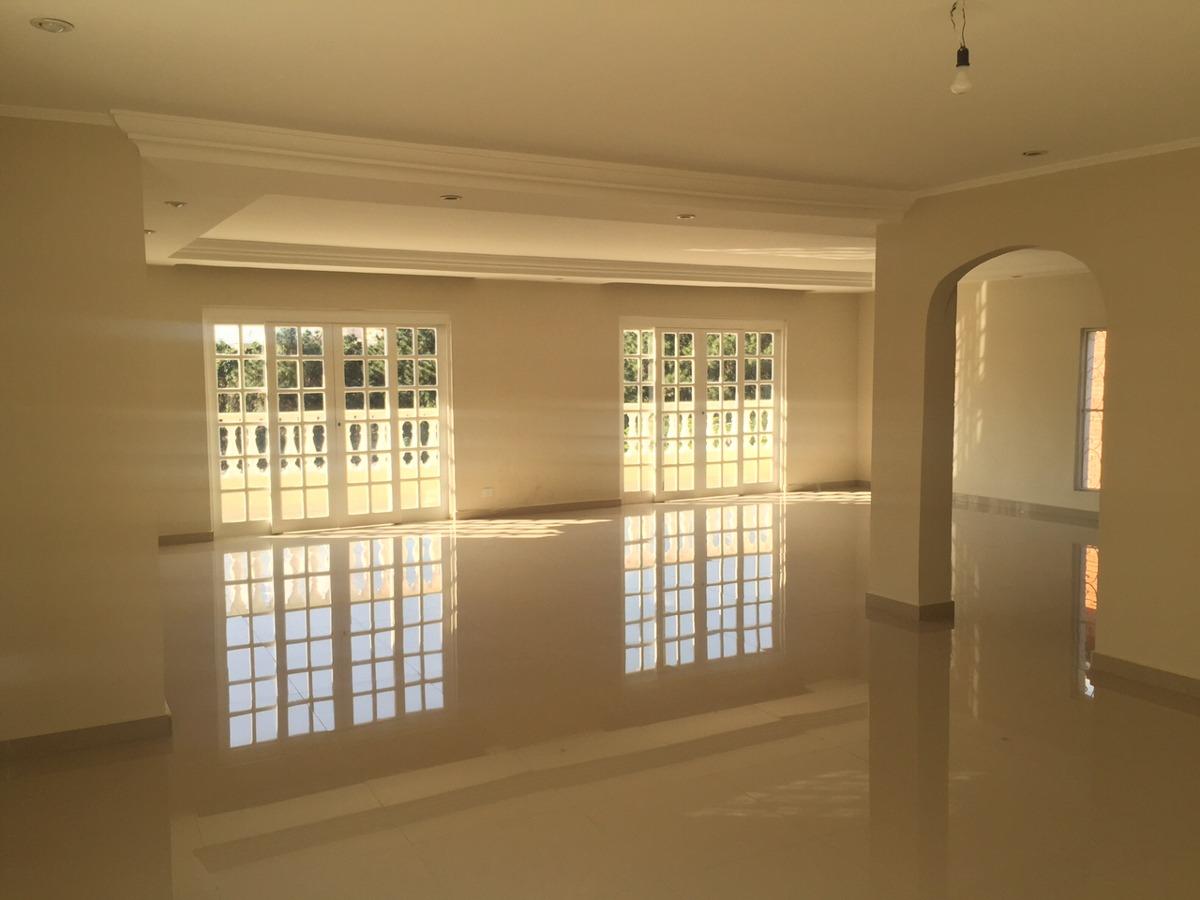 casa com piscina e salão de festas no parque dos principes