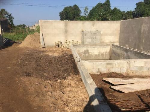 casa com piscina em fase de acabamento...