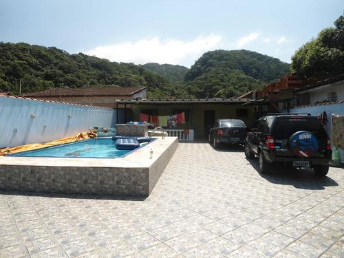 casa com piscina em lote inteiro ref. 228