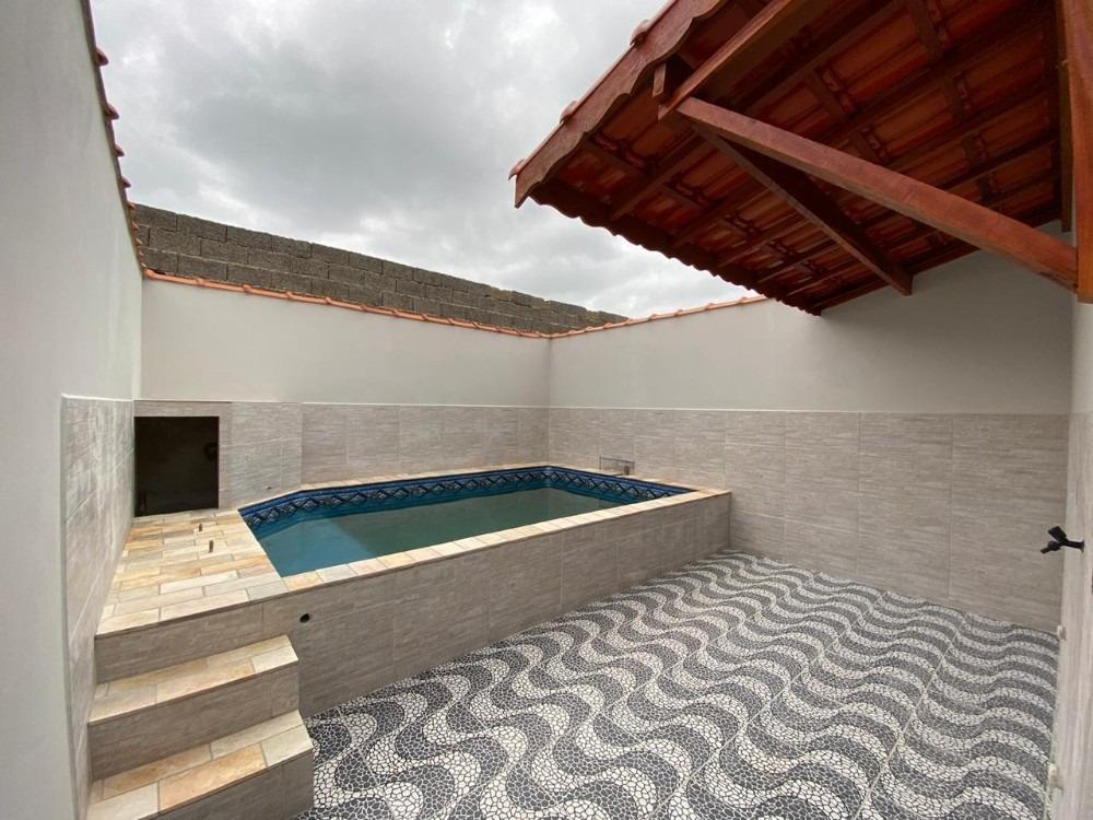 casa com piscina em mongaguá!! à poucos metros do mar!!