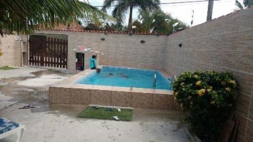 casa com piscina na praia  em  itanhaém litoral sul de sp