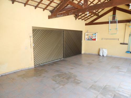 casa com piscina no bairro centro de peruíbe a venda