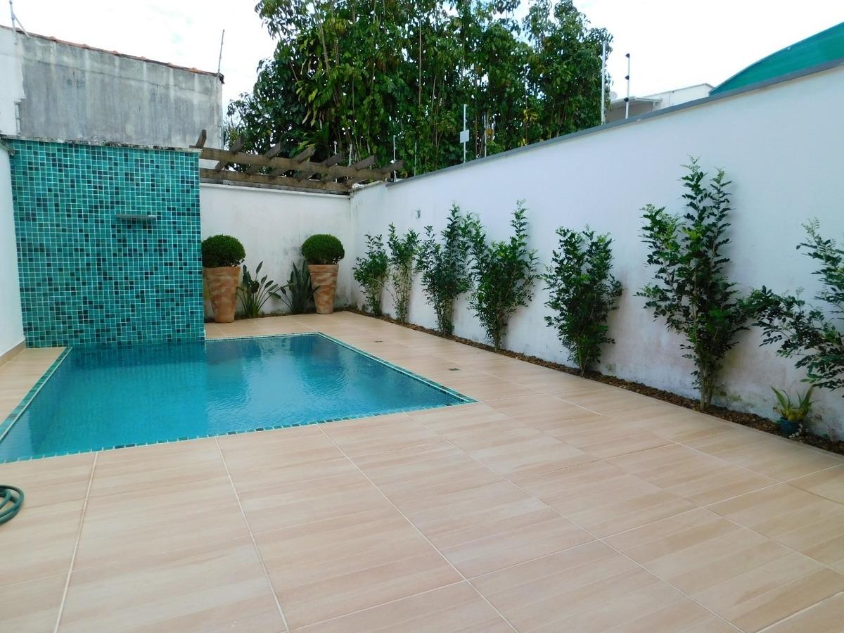 casa com piscina no centro à venda na praia de peruíbe