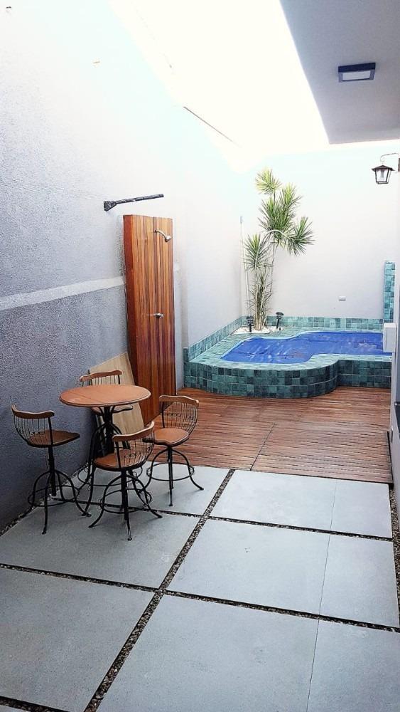 ***casa com piscina próximo ao centro**