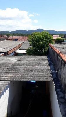 casa com ponto comercial em itanhaém, possui escritura