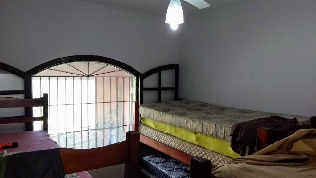 casa com quintal á 200 metros do mar - itanhaém litoral sul