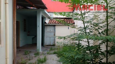 casa com quintal - centro - sjc
