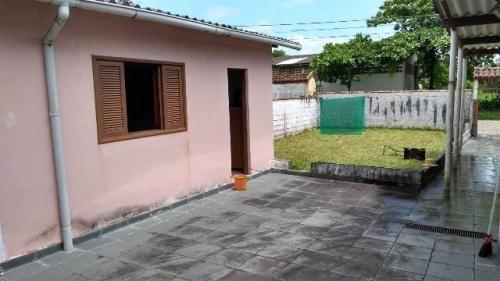 casa com quintal e 3 quartos no gaivota| itanhaém litoral sp