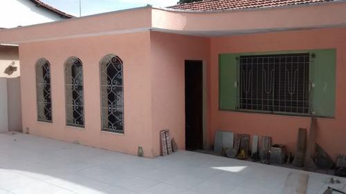 casa comercial com 02 dormitórios e tres vagas