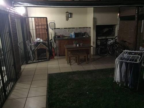 casa con 2 cocheras, pileta y jardin