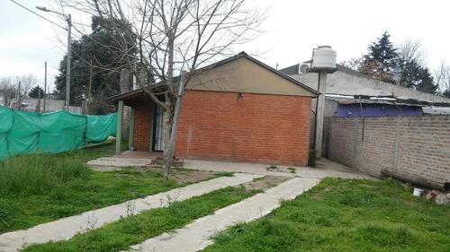 casa con 2 dormitorios, sobre asfalto!