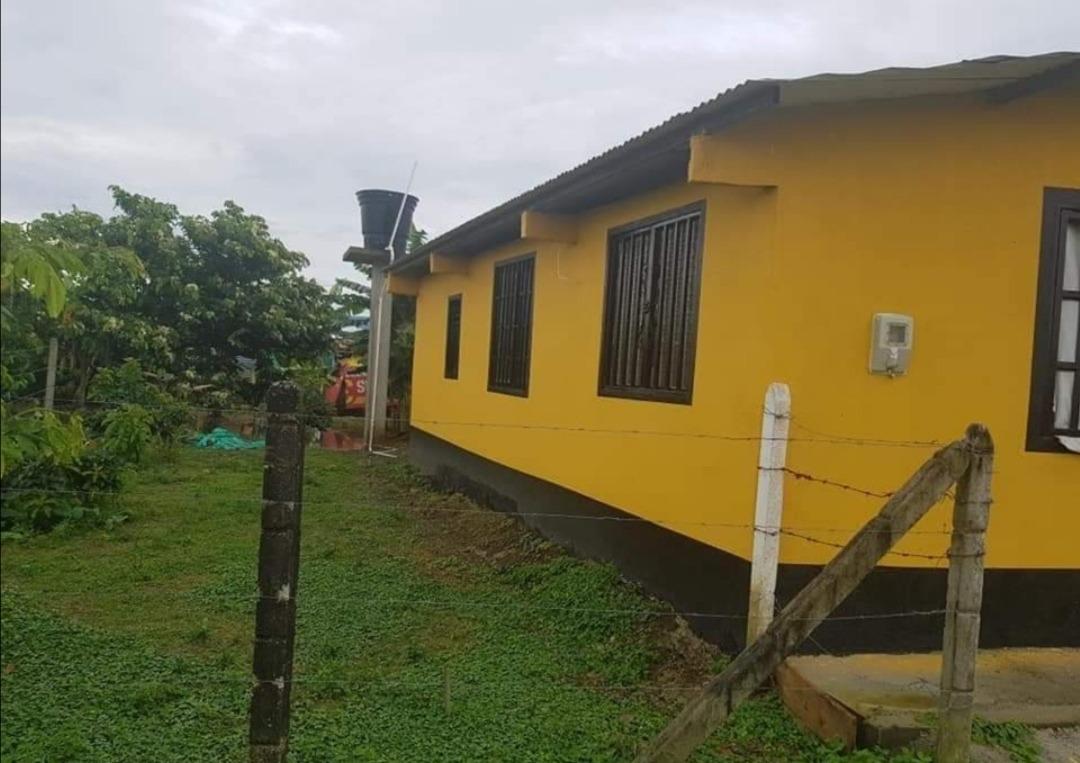 casa con 2 habitaciones 1 baño sala comedor y pequeño galpón
