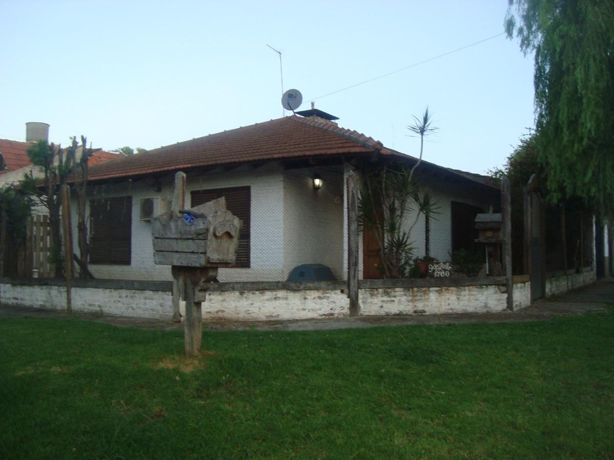 casa con 3 dormitorios,parque,garage ,departamento al fondo