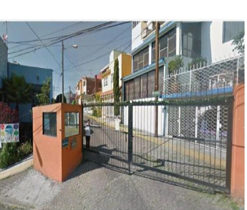 casa con 3 recamaras, 2 baños excelente  ubicacion!!!!!!!!