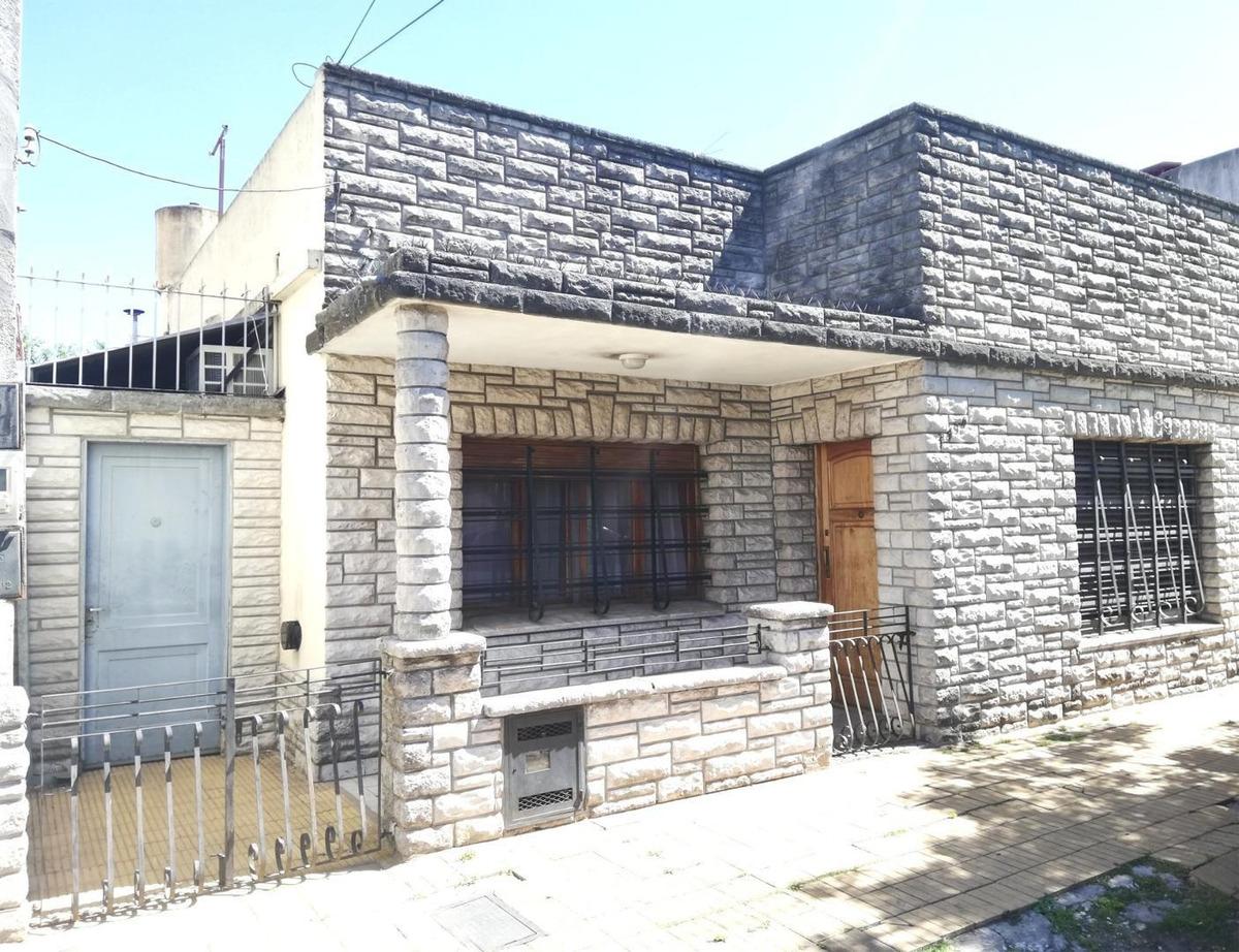 casa con 4 ambientes, patio y terraza