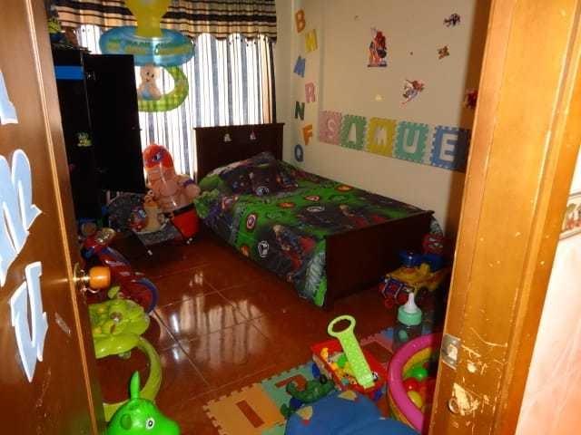 casa con 4 apartamentos , 4 baños y garaje