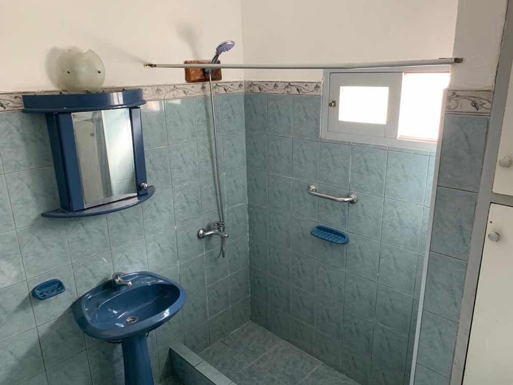casa con 4 dormitorios dos baños amplia cocina y living