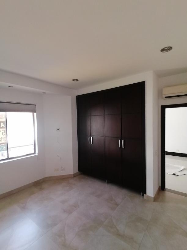 casa con 4 habitaciones todas con closet