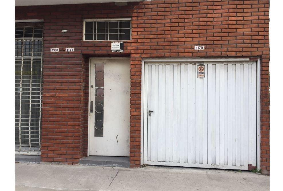 casa con 8 habitaciones. local garage patio tza.