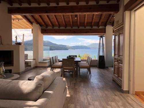 casa con acceso al lago