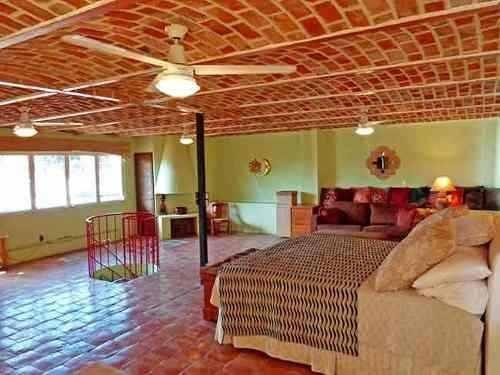 casa con alberca en el centro de ajijic