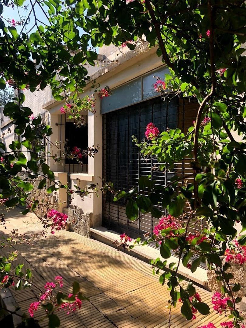 casa con ambientes muy amplios y gran jardin