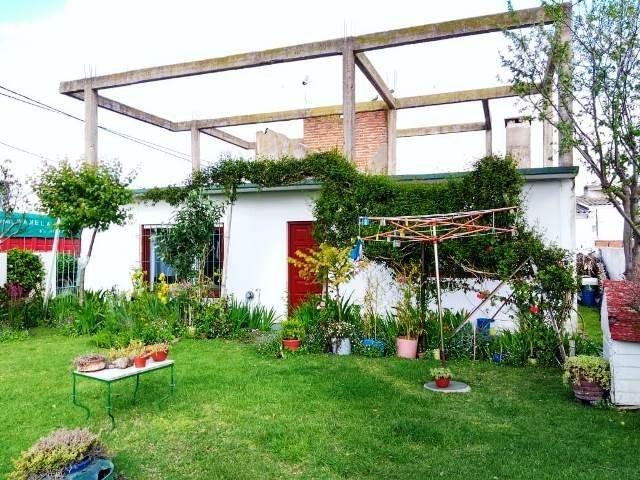 casa con amplio jardín