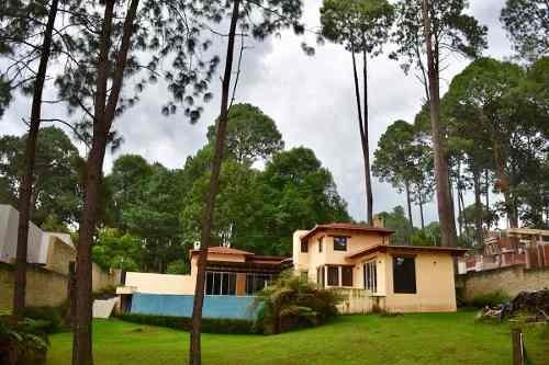 casa con amplio jardín en avándaro