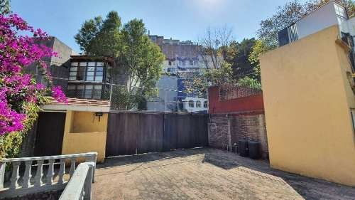 casa con amplio jardín en fraccionamiento con vigilancia