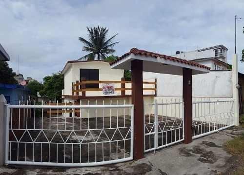 casa con amplio terreno en pócitos y rivera