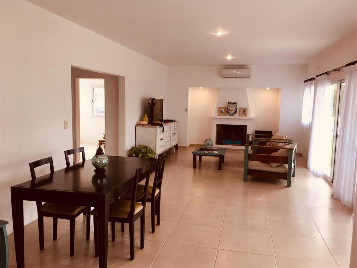 casa con amplios ambientes.