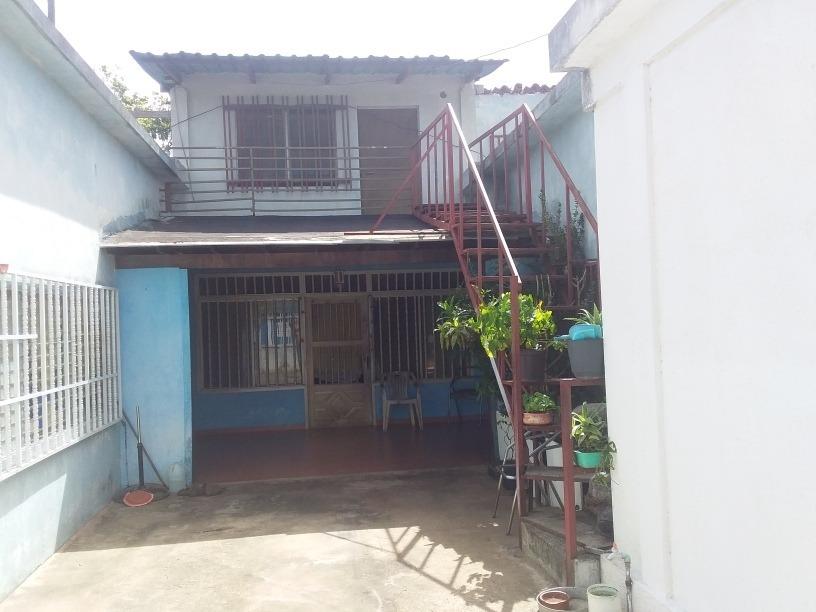 casa con anexo y otra casa adicional