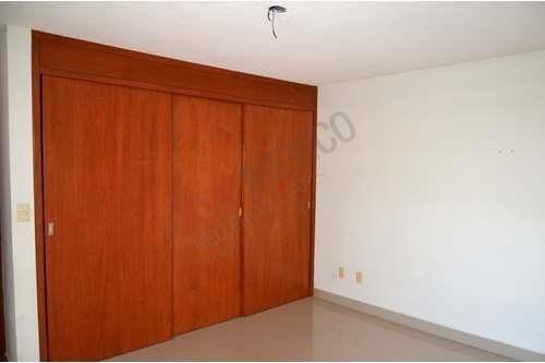 casa con chimenea en lomas del tec, muy cerca de plaza san luis $20,000.00