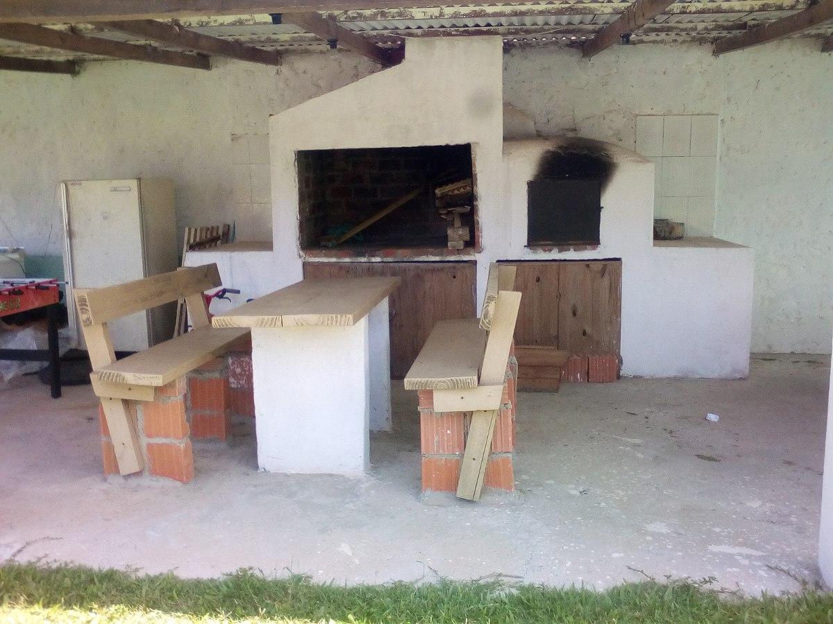casa con comedor, cocina, baño y dos dormitorios y mucho jar