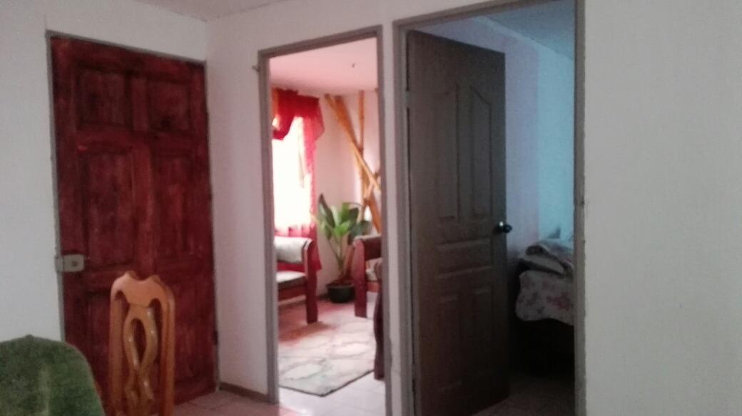 casa con con 4 cuartos,baño,sala comedor y sala de tv, patio