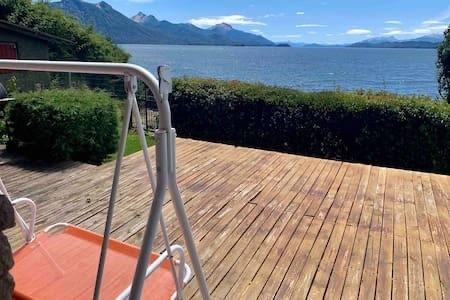 casa con costa de lago. vista al lago grandiosa. llao llao