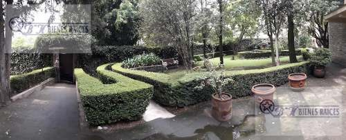 casa con cuatro recamaras y amplio jardín