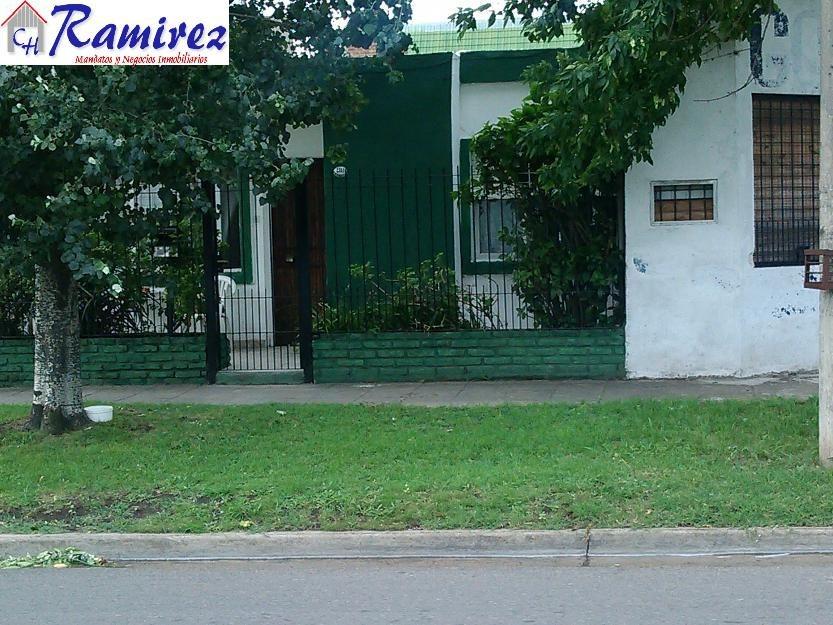 casa con departamento y local en venta - moreno centro