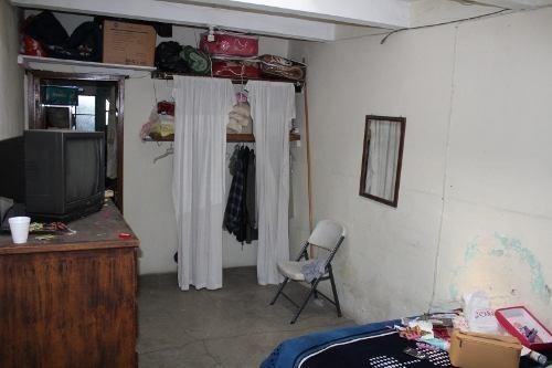 casa con dos departamentos en venta en av. universidad