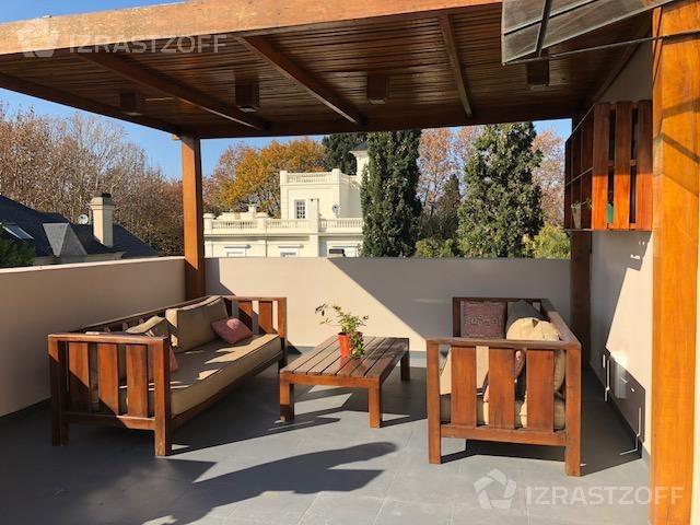 casa con excelente reciclado jardín y pileta