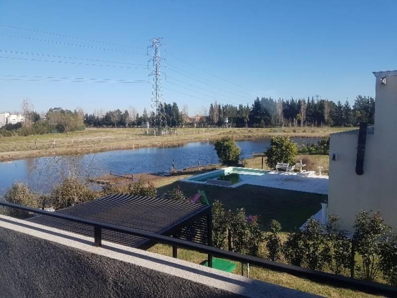 casa con fondo a laguna - barrio san gabriel (villa nueva) - tigre